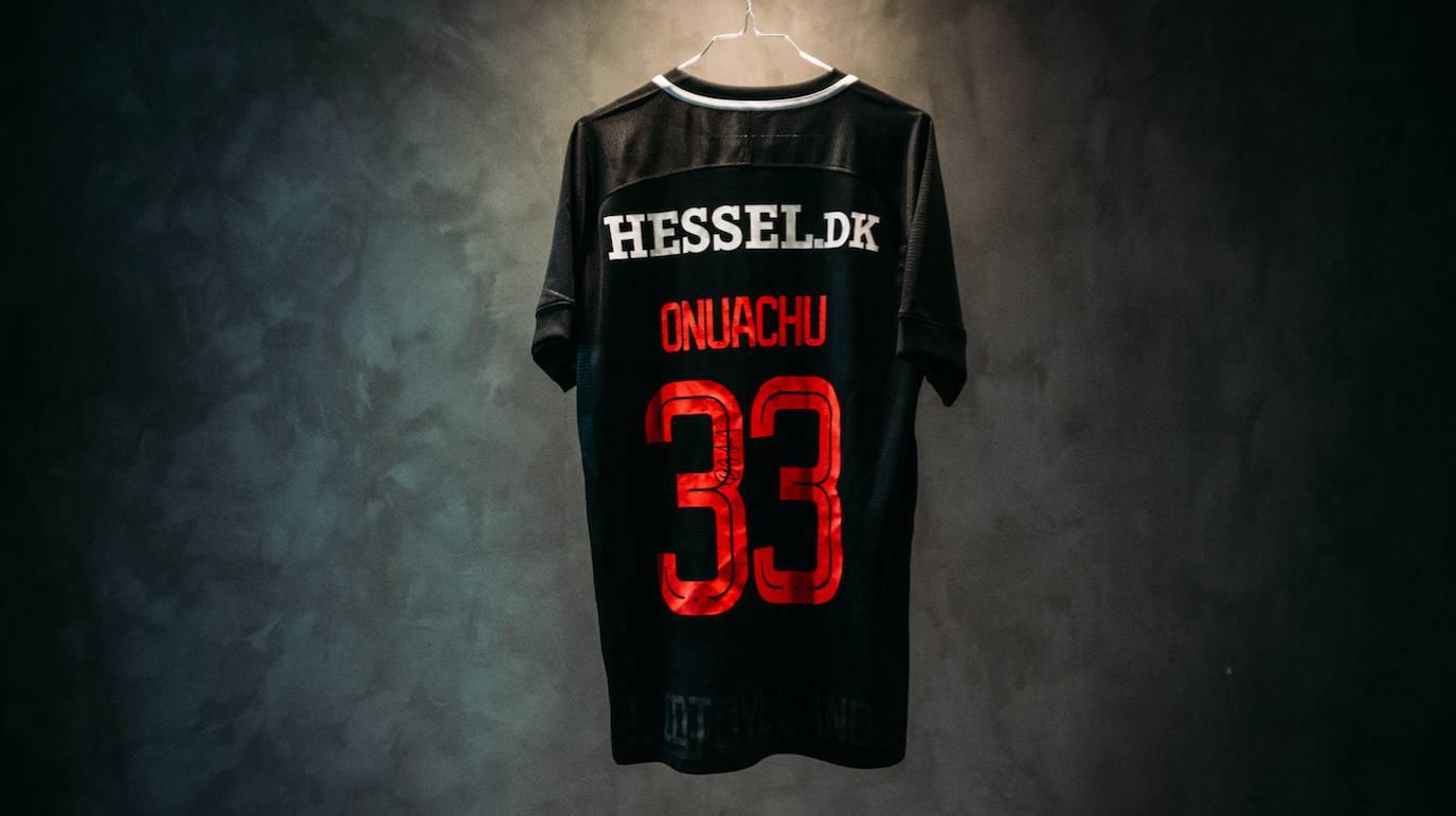 PAUL ONUACHU  Signeret FC Midtjylland-trøje