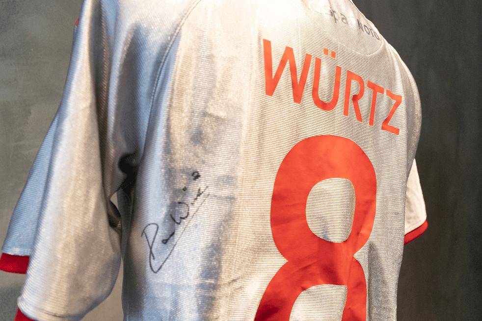 Danmarks største fodboldauktion – de første trøjer er ude